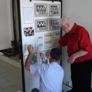 Készül a tematikus bélyegek kiállítása.