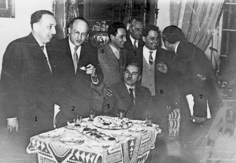 1. Kern Péter, aki tíz év múlva, 50 aláírás kérelemmel 1971-ben megalapította az MKOE-t (Magyar Kaktuszgyűjtők Országos Egyesülete), majd később ennek örökös tiszteletbeli elnöke volt. 2. Tamás Gyula, aki előbb a CSILI Kaktuszkedvelő Szakkör tagja, majd elnöke a Pozsgás- és Kaktuszgyűjtők Egyesületének egészen az MKOE-val történt egyesülésig. 3.Gaál József gyáli gyűjtő, egykori nesztorunk (az ülő személy). 4. Nemes Lajos 5. Kondér István a CSILI szakkör elnöke. 6. Schummel Rezső egyetemi adjunktus, miskolci
