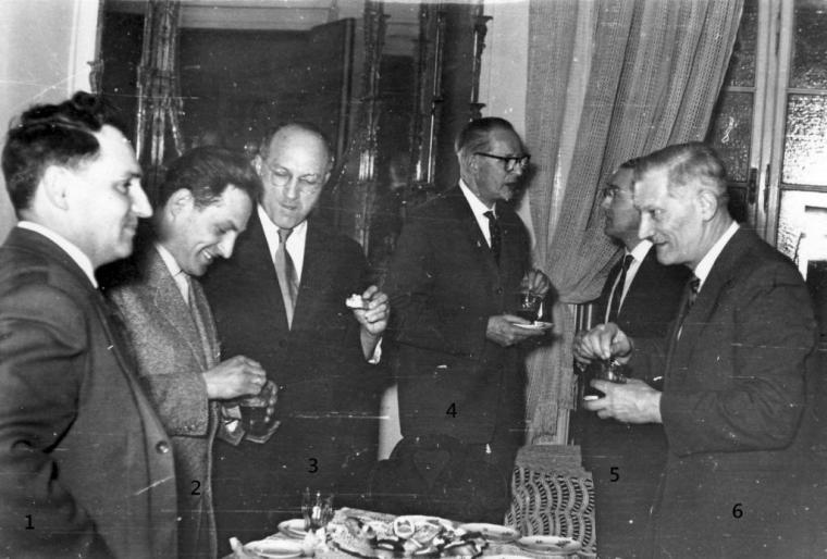 1. Schummel Rezső 2. Nemes Lajos, 3. Tamás Gyula 4. W. Haage, 5. Dr. Horánszky András, 6. Szücs Lajos. Ezen a megbeszélésen vetette fel Haage Úr, hogy egy, csak a pozsgásokkal foglalkozó szakkört kellene nekünk is létrehoznunk. Az akkori NDK-ban ezt akkor már megoldották. Ekkor indult meg a CSILI Művelődési Házban az önálló kaktusz- szakkör szervezése, de ez az említett Központi Növénykedvelő Szakkör vezetőinek nem tetszett.